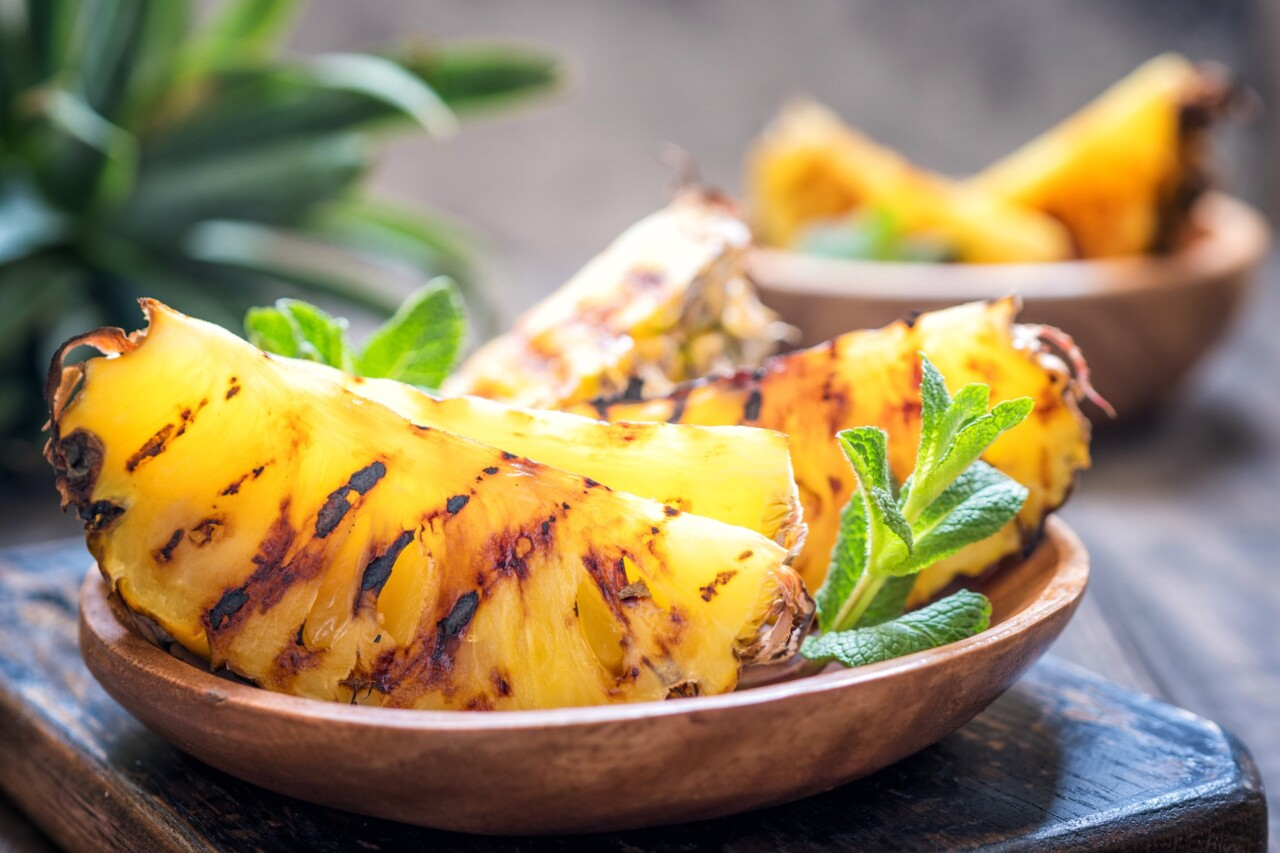 Sugar-free grilled pineapple slices
